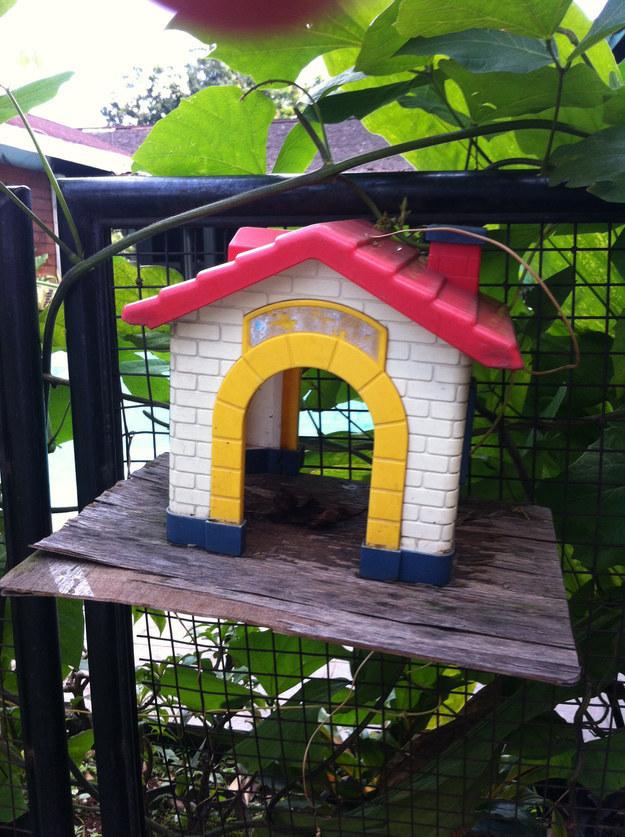 18 Turn an old toy into a birdhouse via simphome