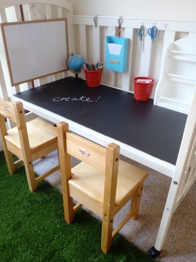 3 Turn an forgotten crib into a desk via simphome