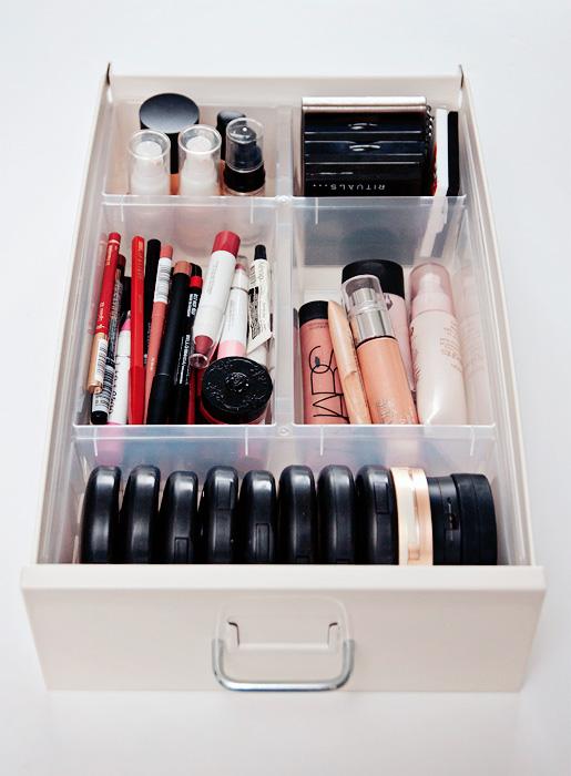 simphome makeup storage