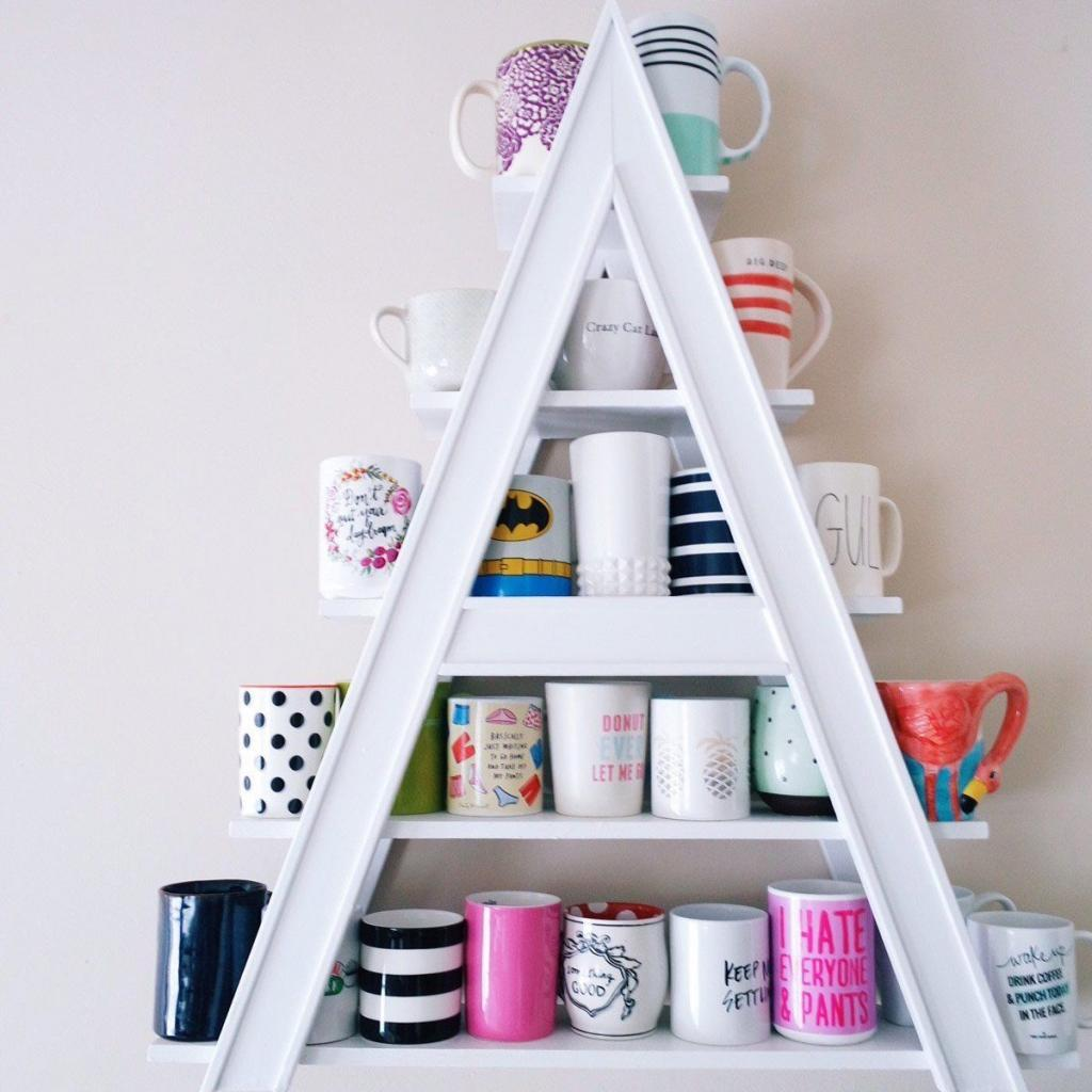 A-shape mug display