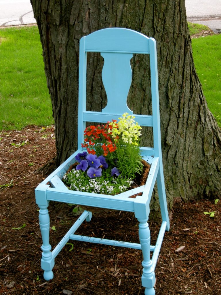 5 Old furniture planter via simphome 2