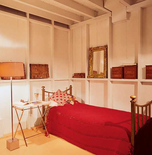 simphome red bedroom
