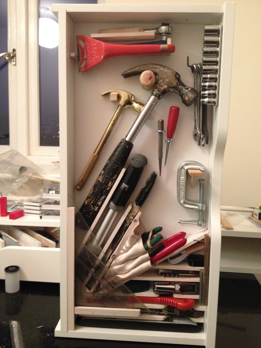 30. Sneaky Ekby Alex tool cabinets