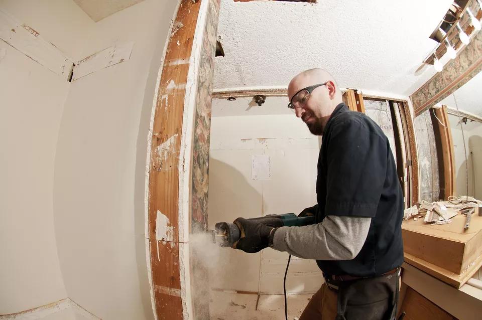 11 Be Careful when Hiring a Contractor via simphome