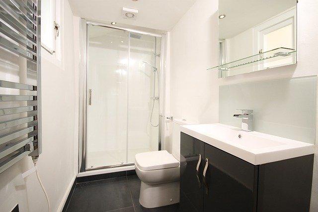 4 Consider En suite Style Bathroom Idea via simphome