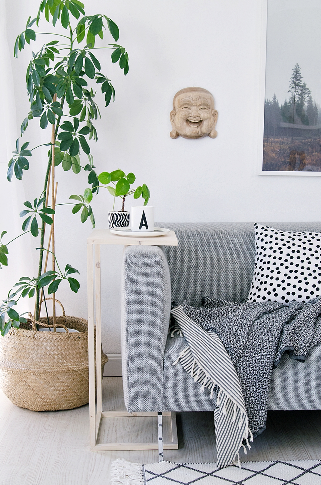 10 DIY side table winner of the Stelton raffle Simphome com