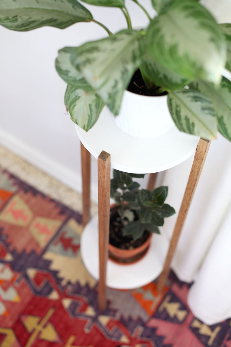 19 MID CENTURY INSPIRED PLANT STAND DIY Simphome com