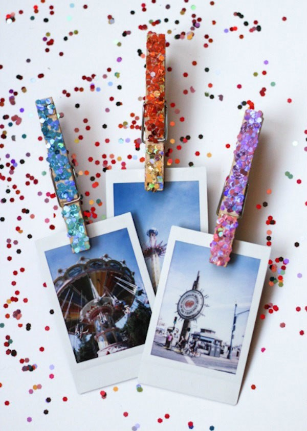 8 DIY Clothespins Photo Holders Simphome com