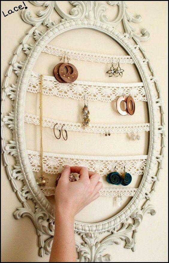 29 Hanging Frames via simphome com