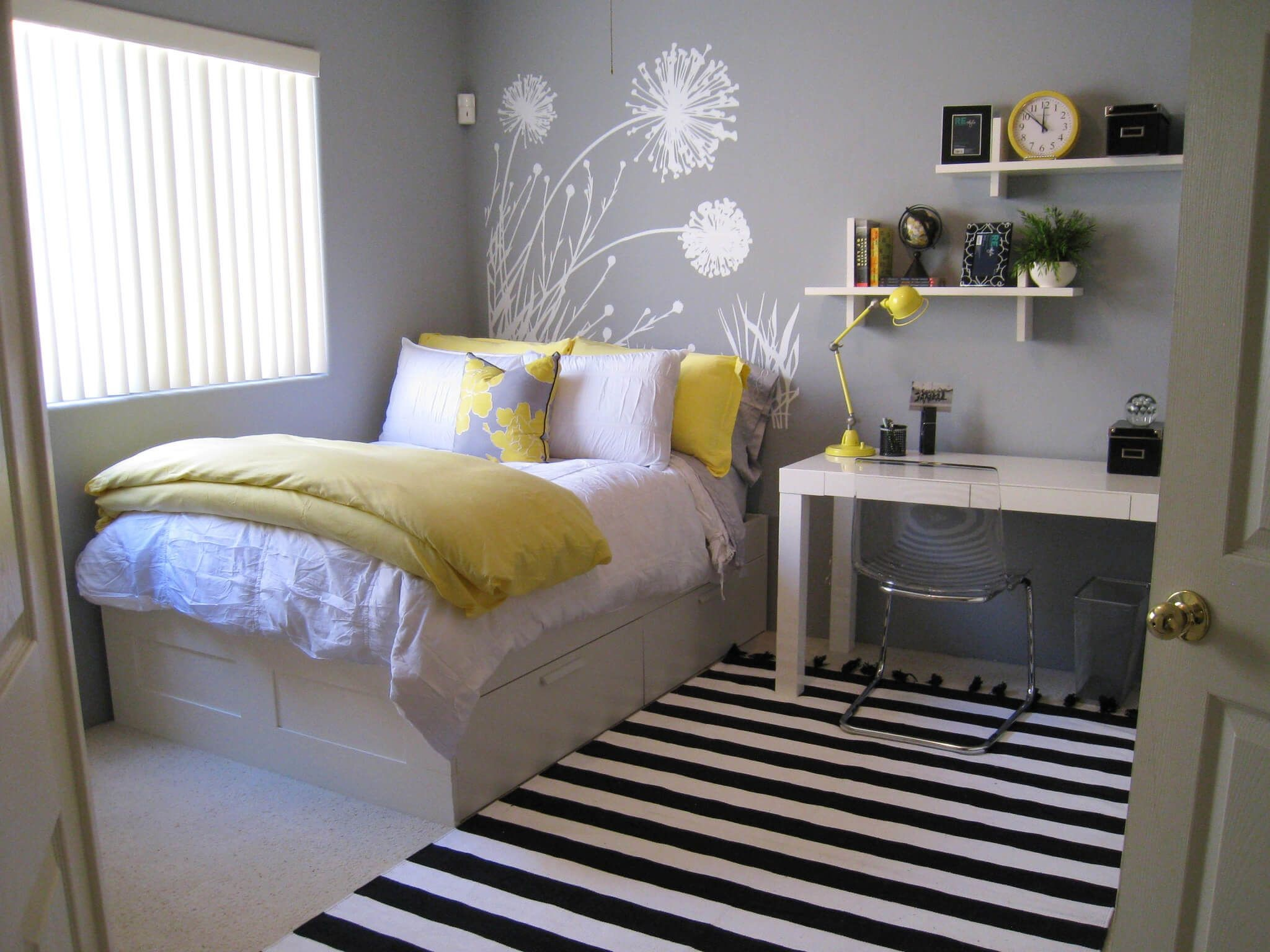 7 Expand Your Small Bedroom Visually Simphome com
