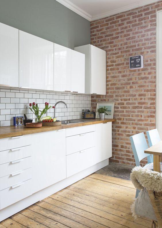 96 White gloss kitchen units by Ikea Simphome