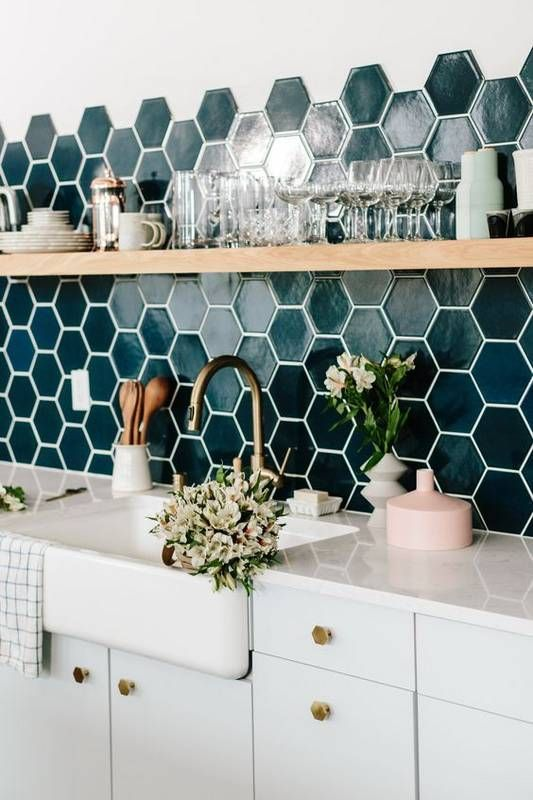 141 Ideas for Your Kitchen Backsplash Tile via simphome