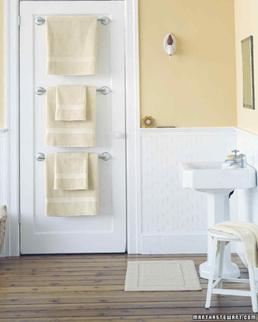4 Hang The Towels Behind The Door via simphome