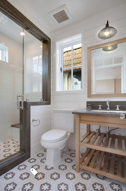 5 Beach Style Bathroom via simphome