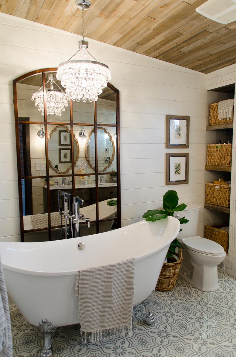 7 Urban Farmhouse Bathroom via simphome