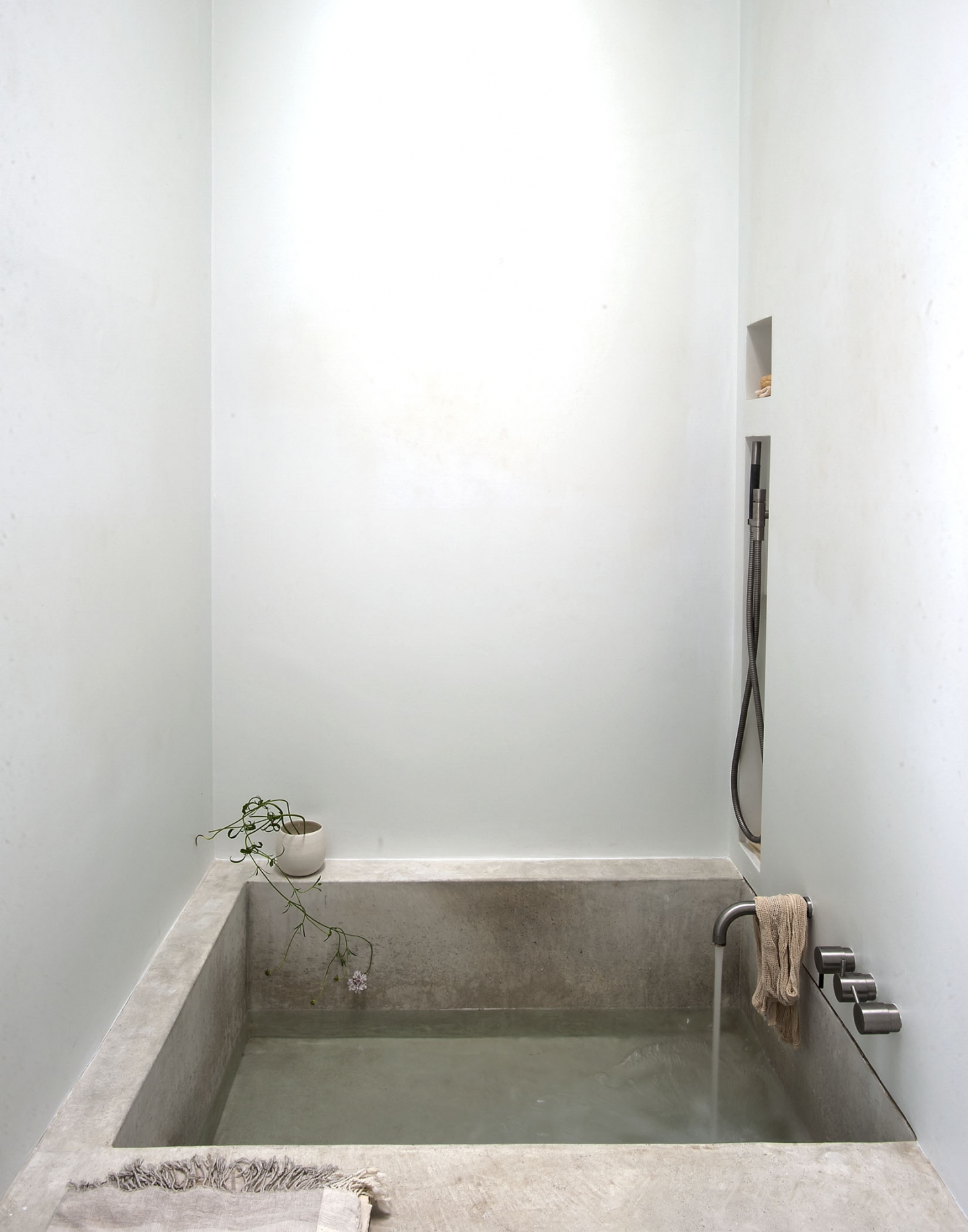 7 minimalist tiny spa bath Simphome