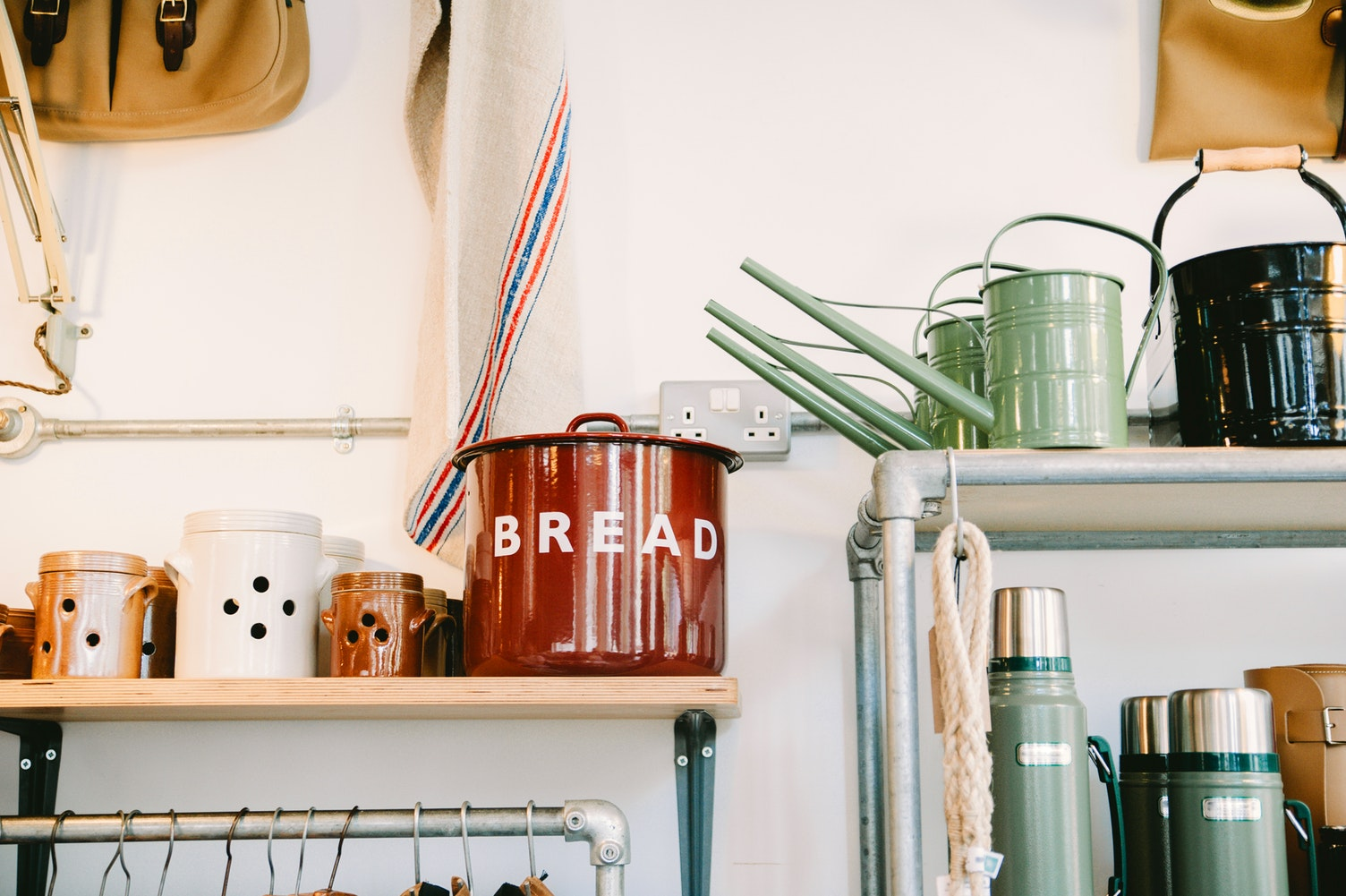 Small kitchen design thumb Simphome unsplash