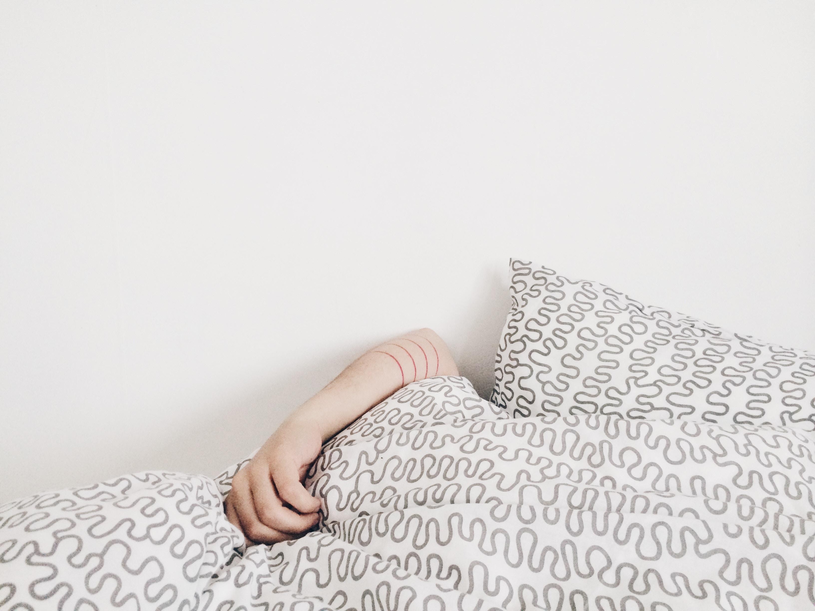 elizabeth lies Simphome bedroom unsplash