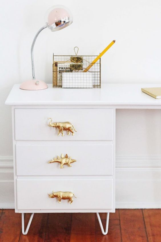 27 How To Make DIY Drawer Pulls from Just About Anything via simphome