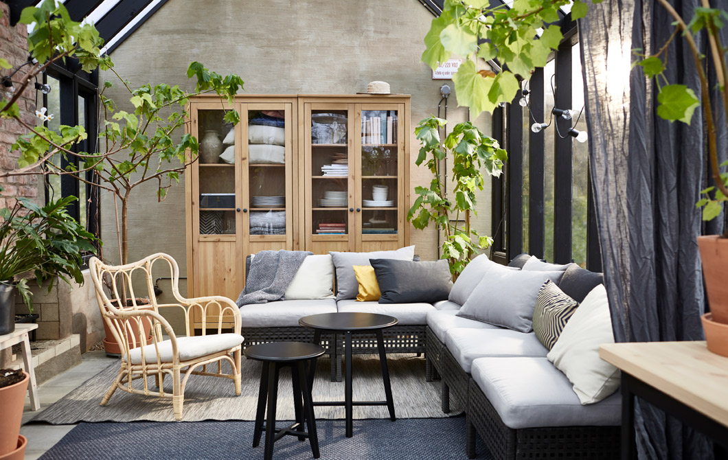 44 Outdoor Living Room via simphome com