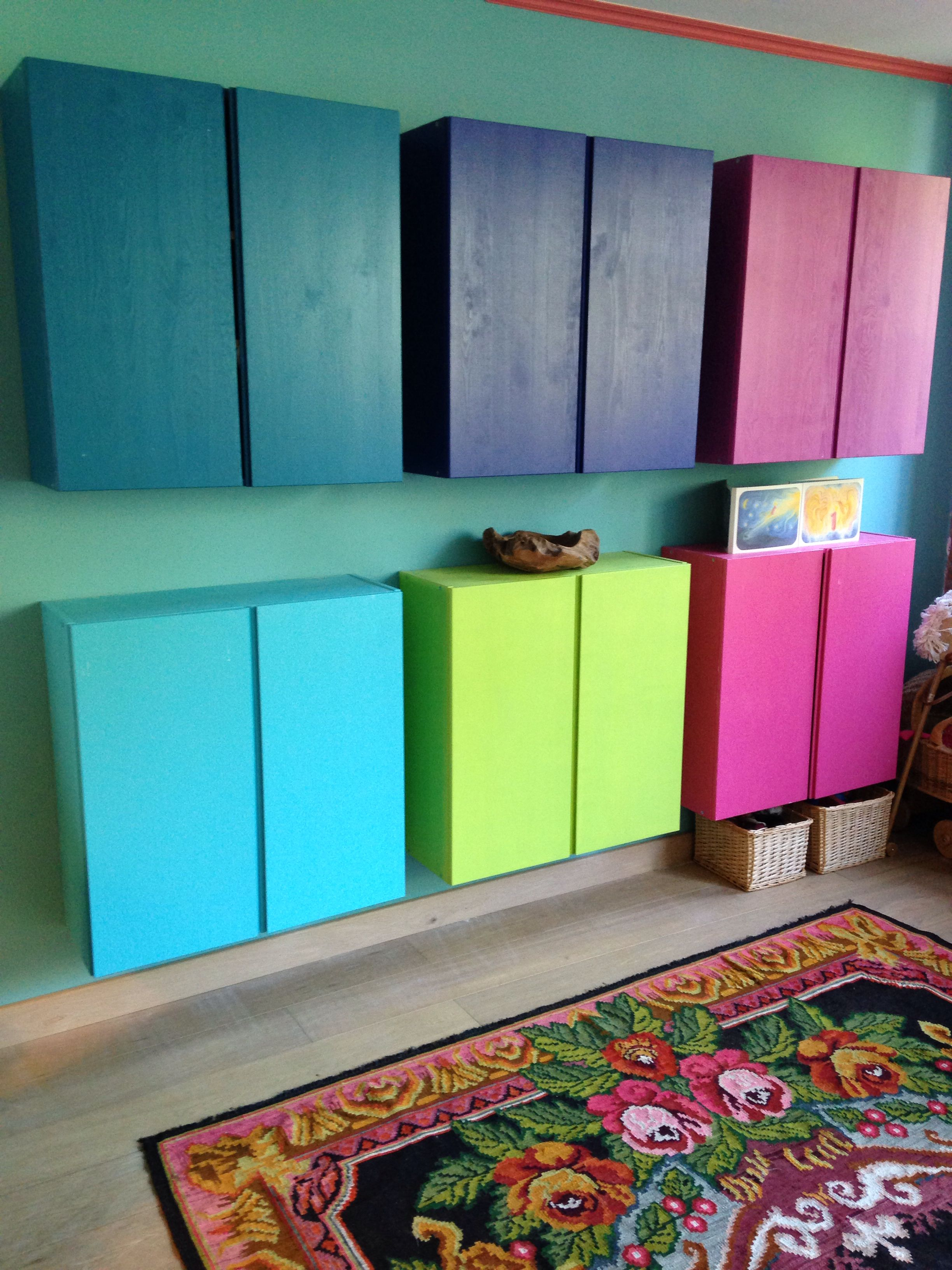 57 Entryway colourful storage area via simphome com