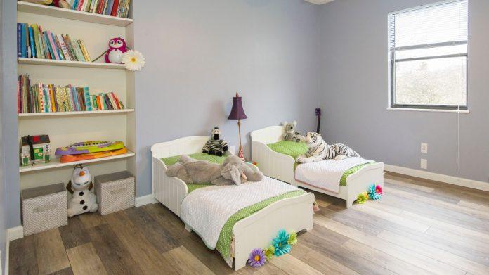 apartment bedroom bookcase simphome pexels