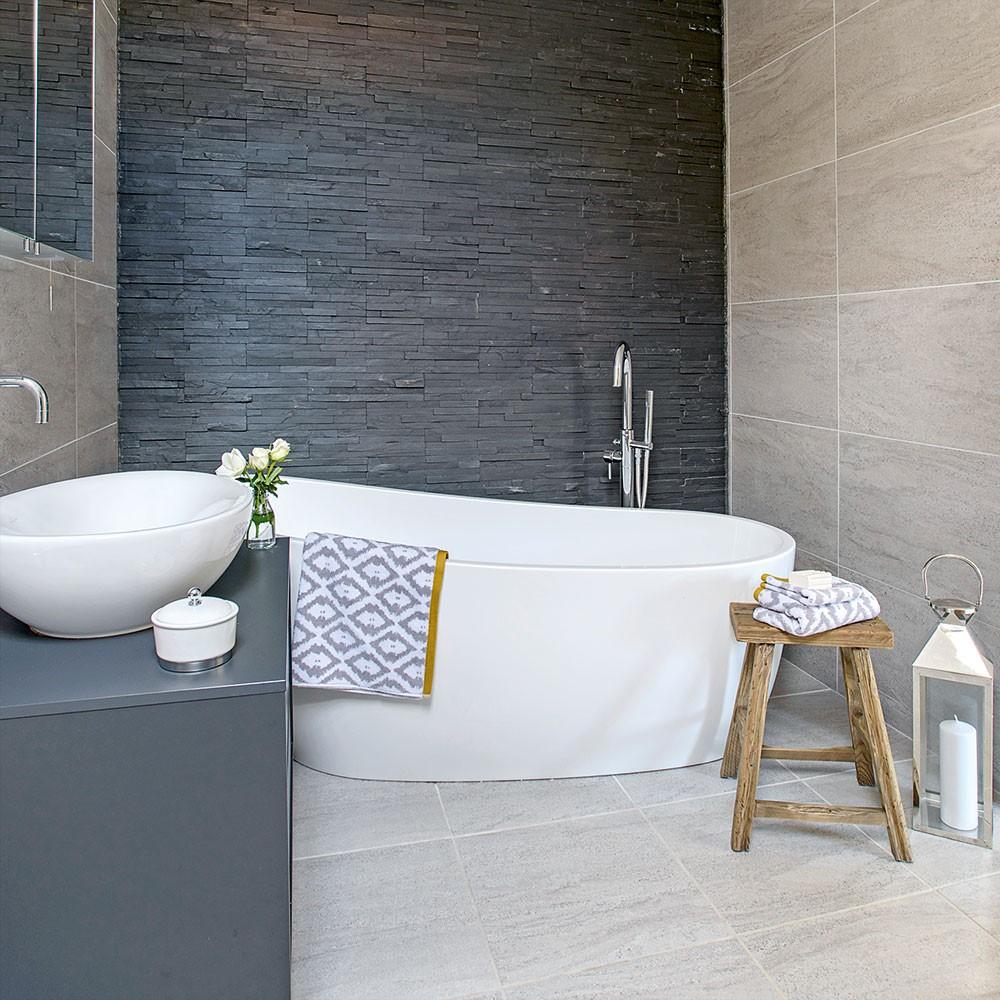7 White Bathtub and Sink via simphome