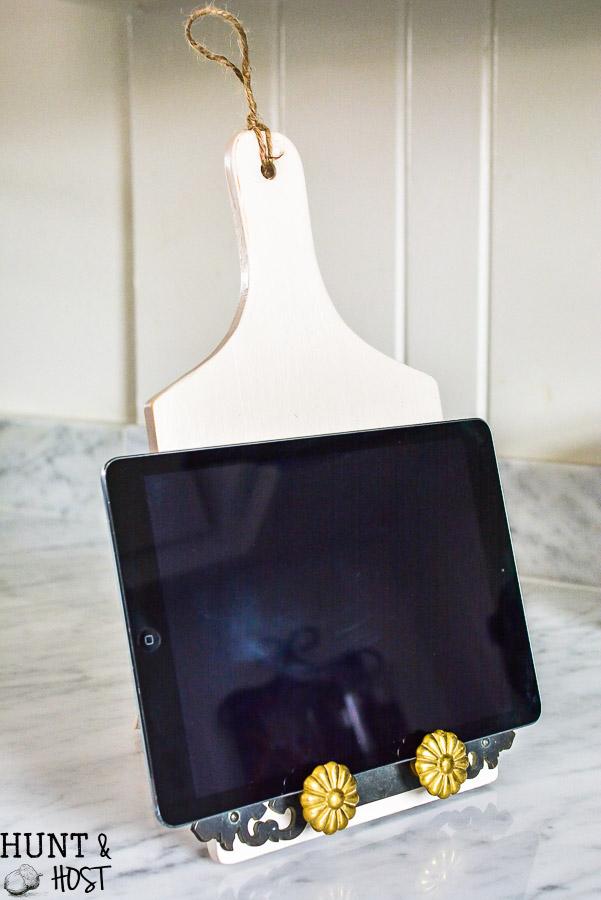 73 Dollar Store Tablet Holder DIY from Huntandhost via simphome