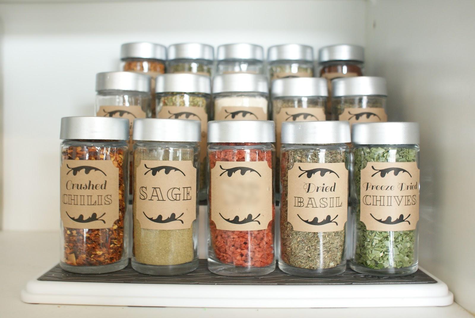 74 Dollar Store Spices via simphome
