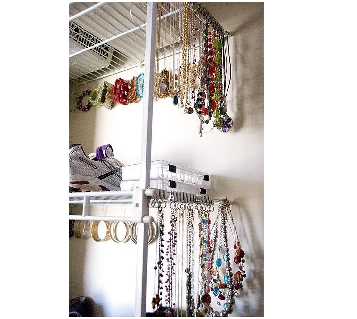 8 Use Riktig curtain hooks to keep your jewelry neat via simphome 1