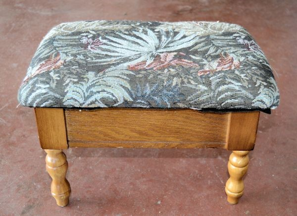 A bland little footstool via simphome 1