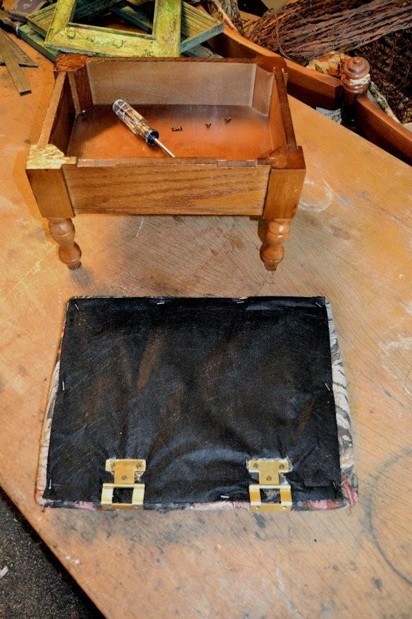 A bland little footstool via simphome 2