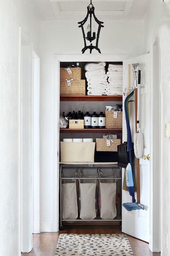 How to get Perfect Linen Closet via simphome 1