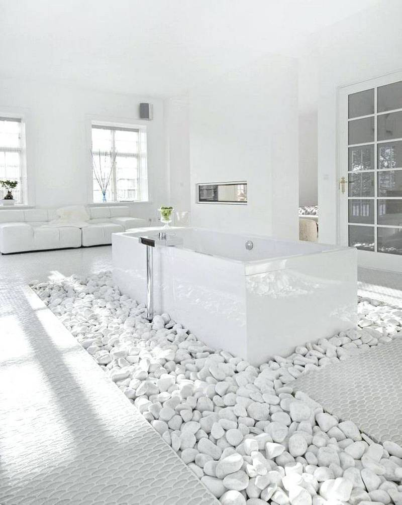 2 Luxurious White Bathroom via simphome