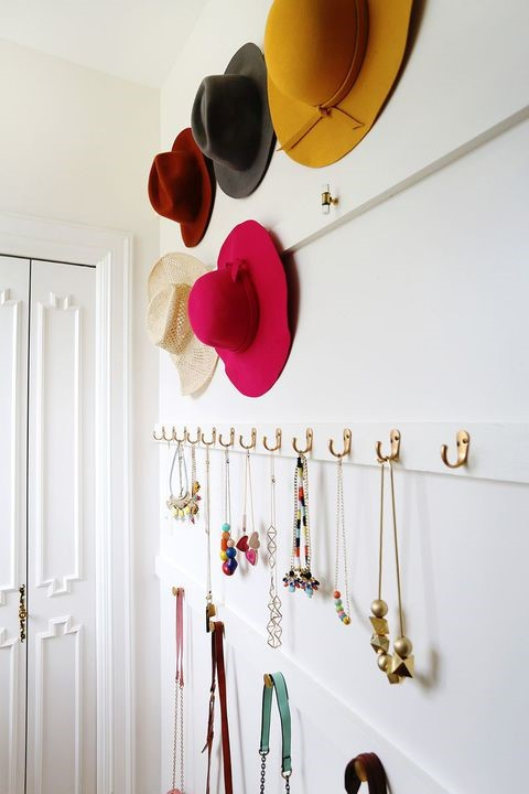 3 Hang Your Accessories via simphome