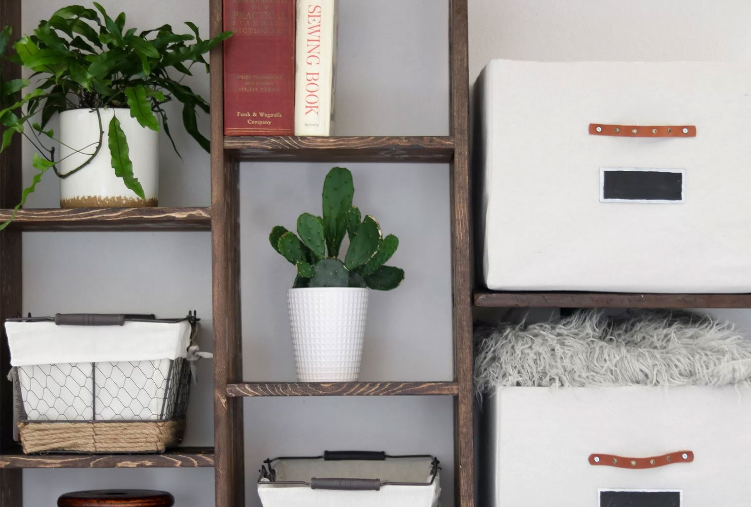 3 Wooden Shelf via simphome