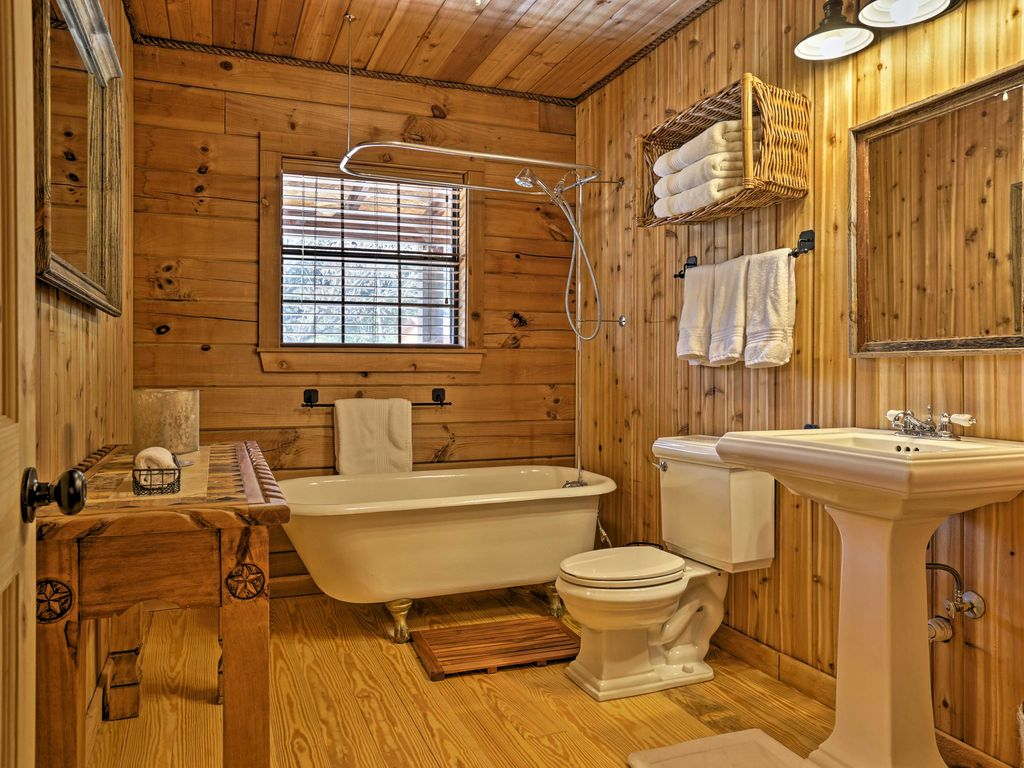 5 Wooden Bathroom Style via simphome