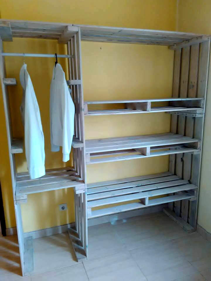 1 Wood Pallet Wardrobe via Simphome