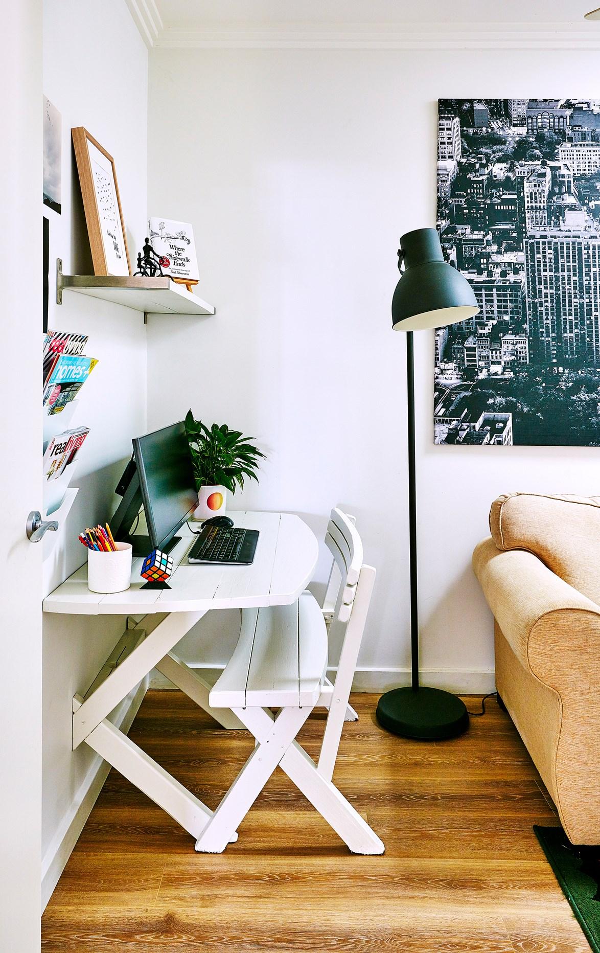 8 Corner Workspace via Simphome