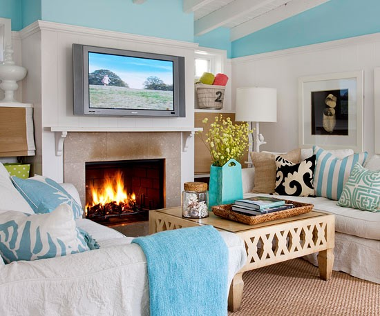3. The Soothing Coastal Themed Living Room via Simphome