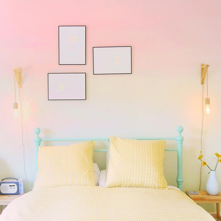 10. Show Your Artistic Side with Ombre Wall via Simphome