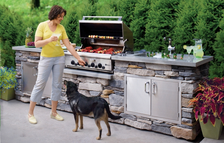 10. Stone Outdoor Kitchen with Grill via Simphome