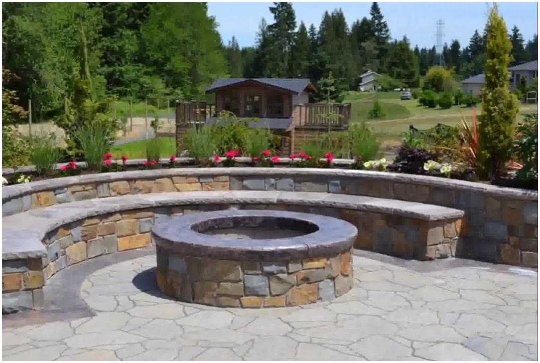 1.A Simple Round Firepit Idea with Bricks via Simphome.com