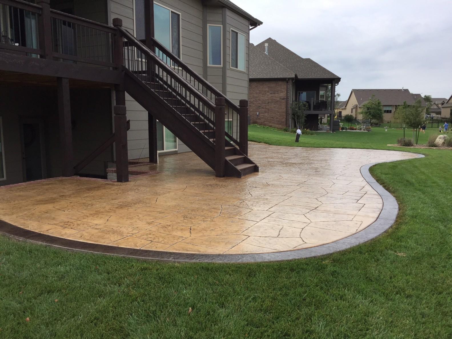 11.Simphome.com backyard concrete patio images