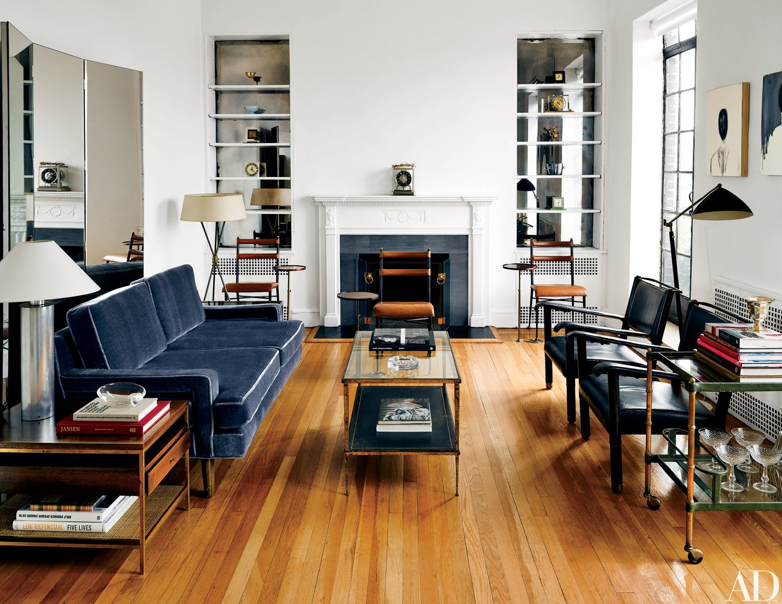 12.small living room ideas that will maximize your space with 15 some of the coolest ideas how to upgrade living room set ups for small rooms via Simphome.com