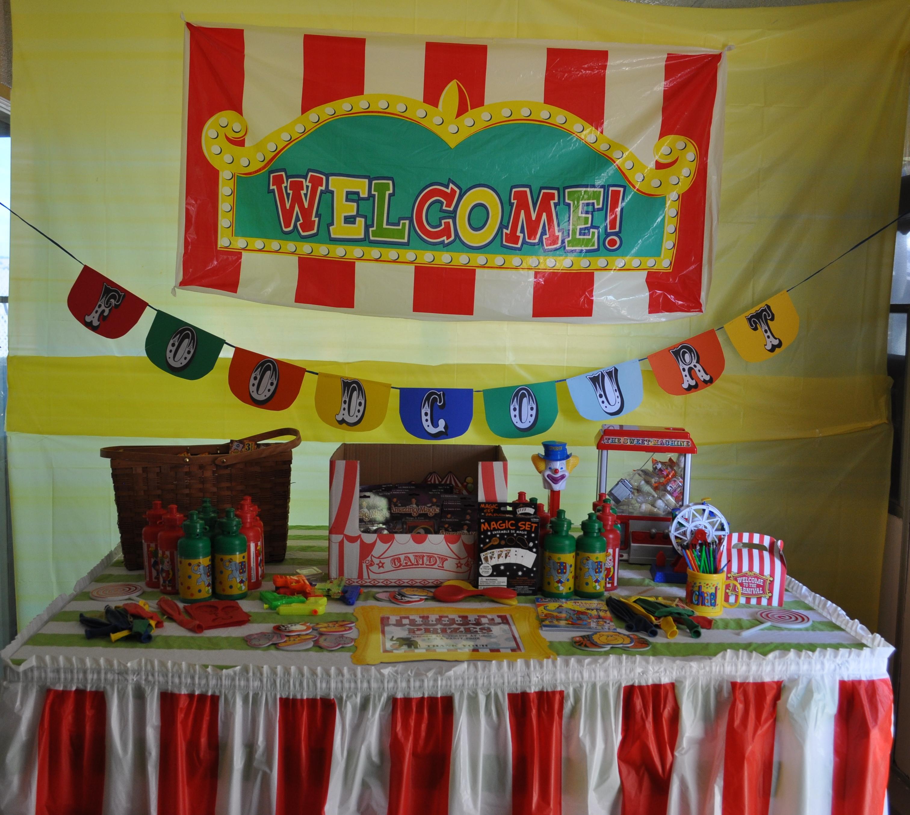 15.party on a budget backyard carnival party via SIMPHOME.COM