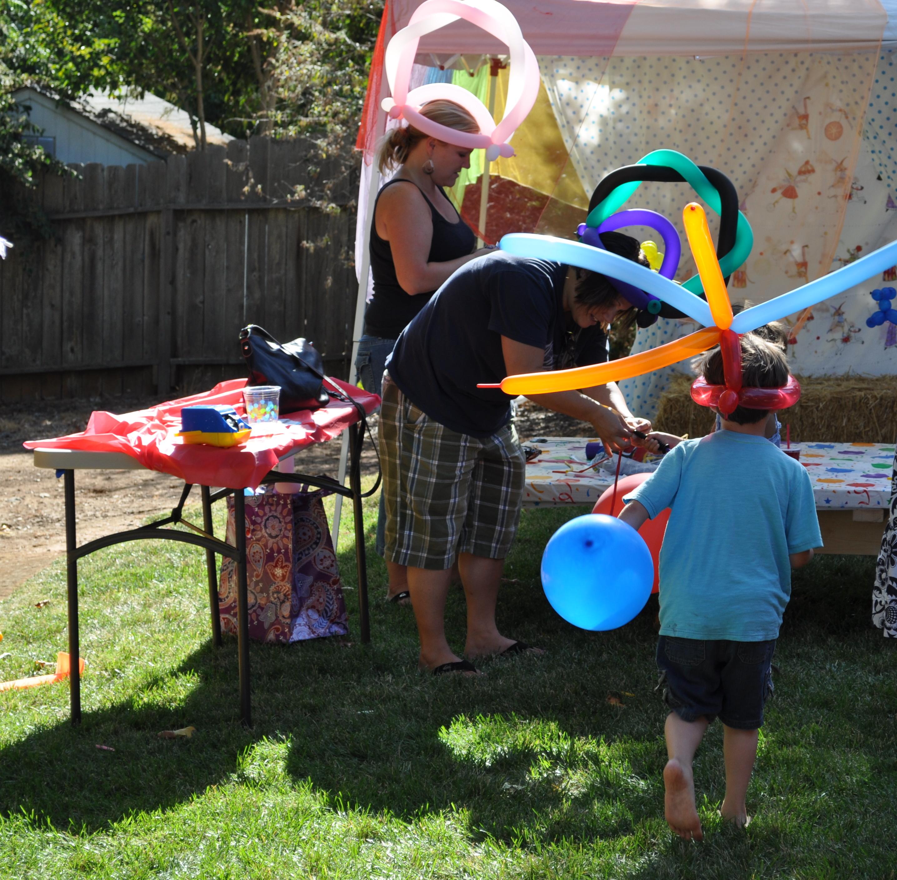 18.party on a budget backyard carnival via SIMPHOME.COM