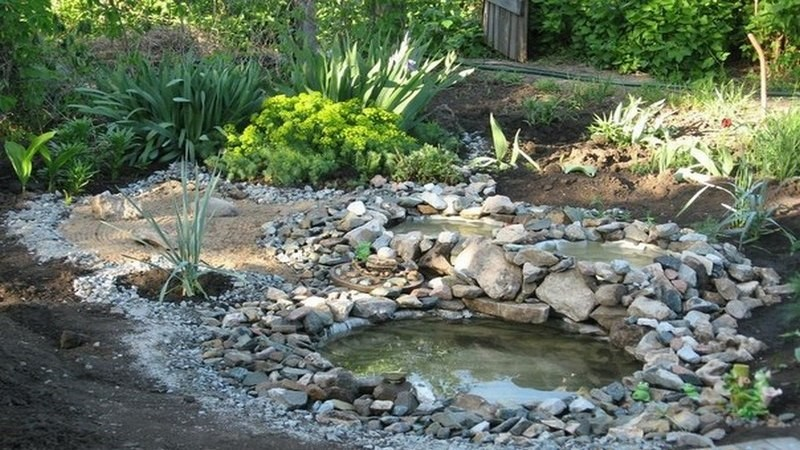 2. DIY Tires Pond via Simphome