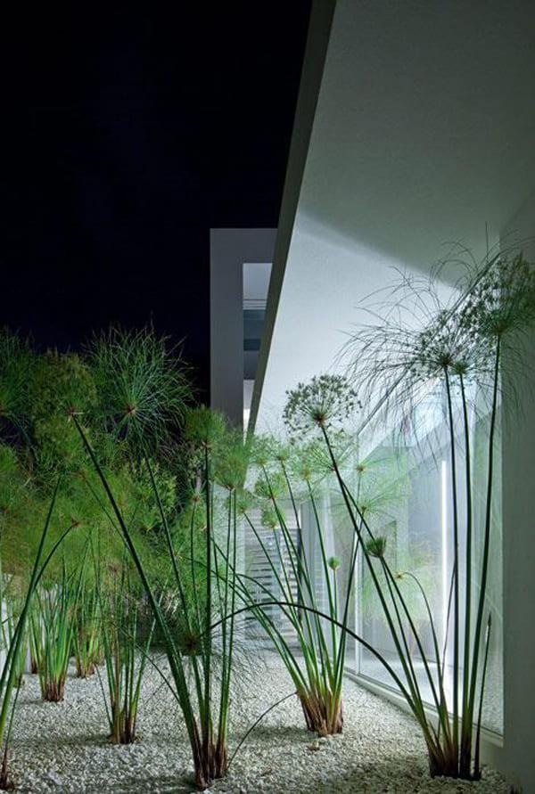 3.Minimalist Backyard Idea by Simphome.com 1