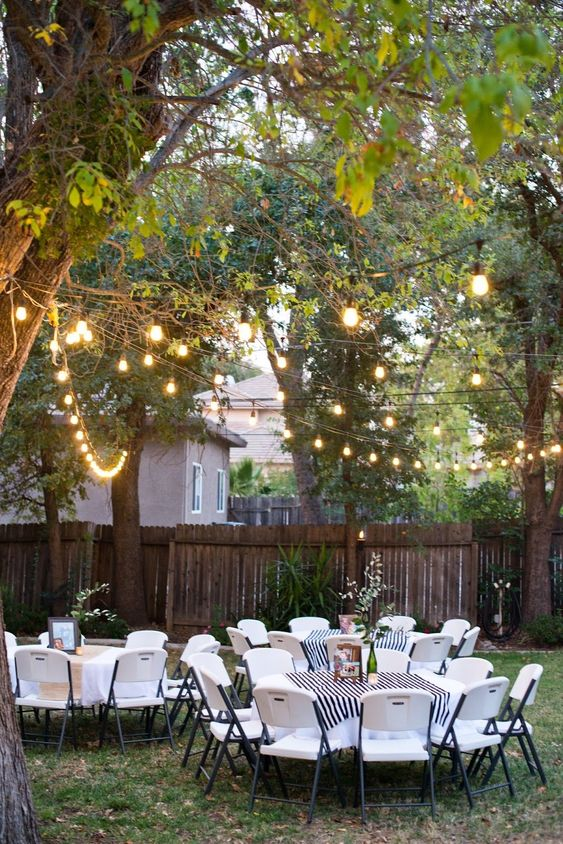 4.Yellow Lamps and Monochrome Chairs via SIMPHOME.COM